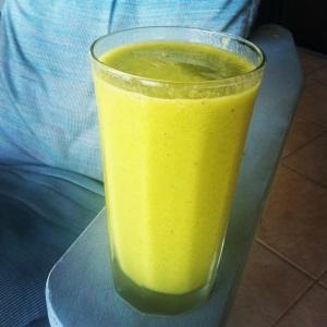1 banana, freshly sliced mango, ice, water, freshly squeezed lime & lemon, and then some spinach